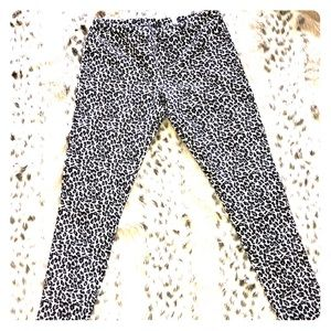 Womans Leapord Print Jeggings